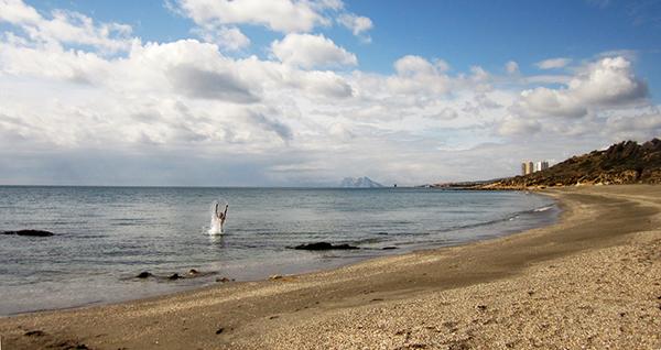 Seuls sur la plage, les yeux dans l'eau... ♫ Laure et Marc en voyage ©Spicerabbits