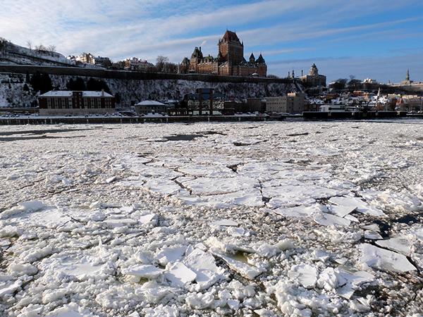 La vieille ville semble surgir des glaces du Saint-Laurent ©Franck/Le Bar à Voyages