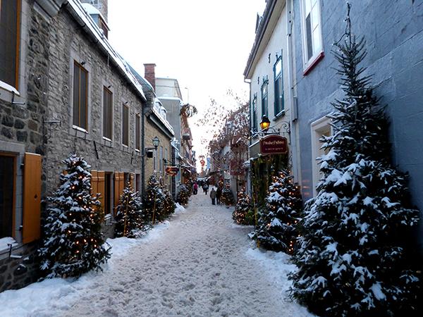 Dans les rues pleines de charme du vieux Québec en hiver ©Franck/Le Bar à Voyages