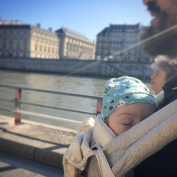 Balade sur les quais de Seine avec bébé