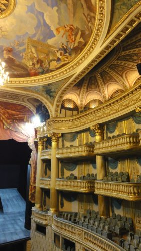 balcons de la salle de pectacle Grand Theatre Bordeaux - blog Bar a Voyages