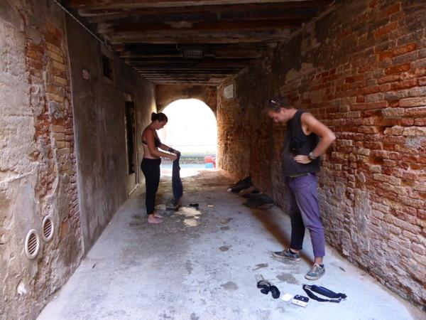 Cendrine sort du canal de Venise