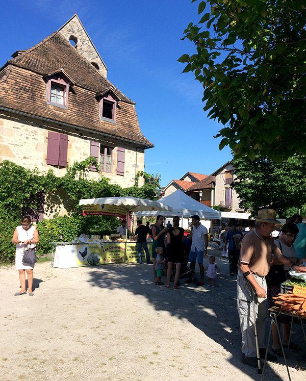 Petit marché de producteurs locaux à Beaulieu-sur-Dordogne