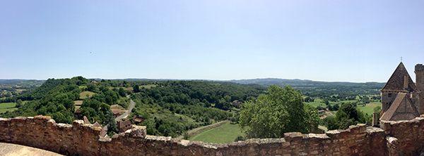 Vue panoramique depuis la terrasse du château de Castelnau-Bretenoux