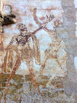 Des squelettes qui ont le groove à Rocamadour