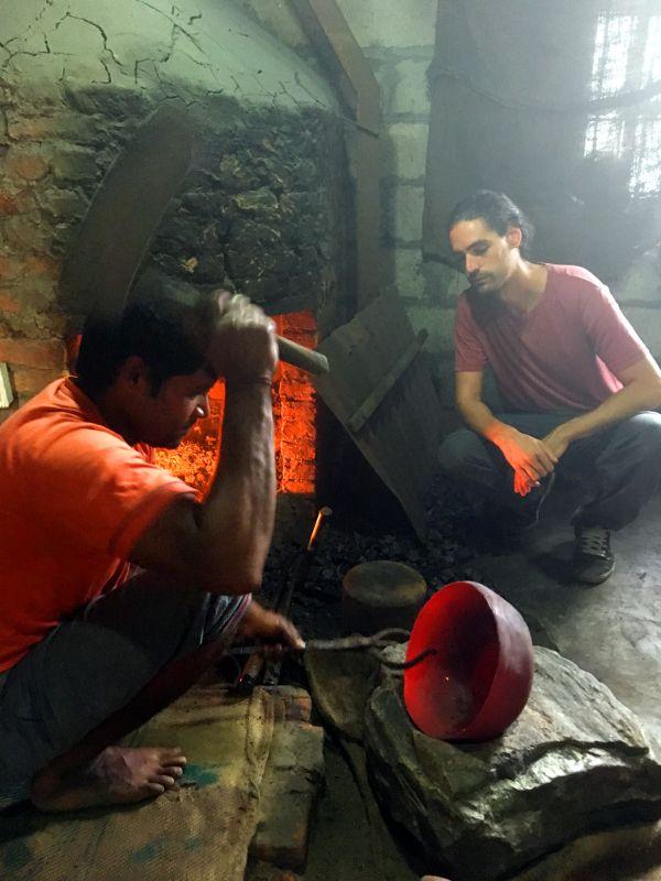 Les bols chantants au plus près de la source au Népal