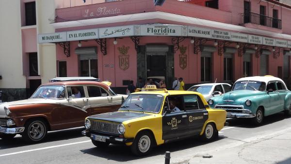 Embouteillages de vieilles voitures américaines à La Havane