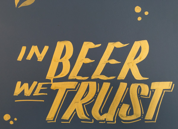 "panneau ""in beer we trust"""