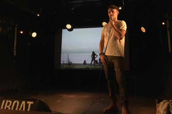 Julien, speaker présente son voyage lors de Traveler On Stage