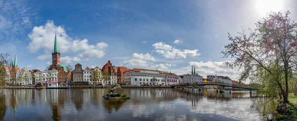 photo panoramique de la ville de Lübeck en Allemagne