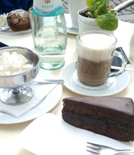 café et gâteau à l'heure du goûter, une tradition allemande