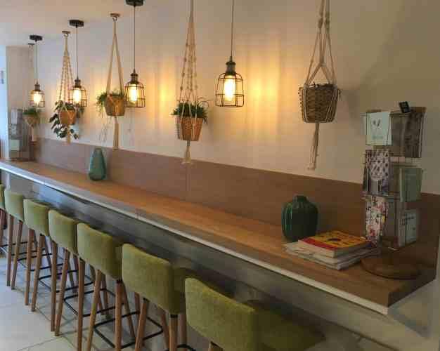 Intérieur du restaurant Green Cantine à Hossegor