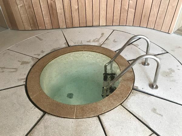 bain froid du spa des Hortensias du Lac
