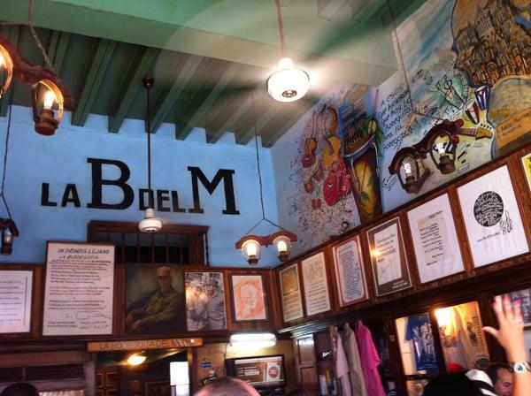 L'intérieur du bar Bodeguita Del Medio à La Havane