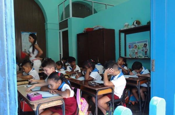 écoliers dans une classe à La Havane