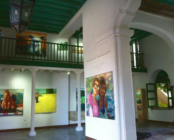 L'intérieur d'une galerie d'art dans la vieille ville de La Havane