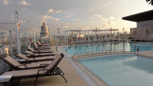 La piscine du le toit de l'hôtel Iberostar à La Havane