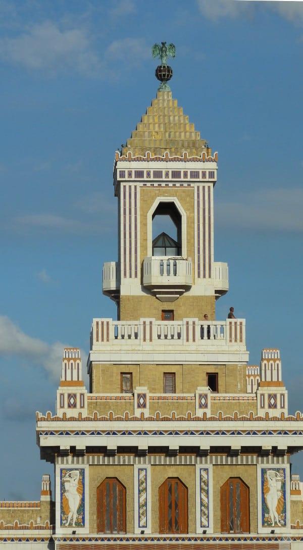 le sommet de l'Edificio Bacardi à La Havane
