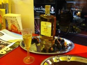Prodotti di una azienda per unire distillati ai cocktail
