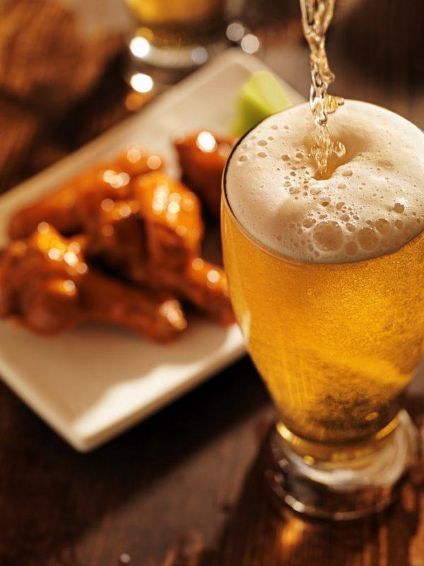 Il consumo di birra, con moderazione, aiuta a prevenire demenza e Alzheimer