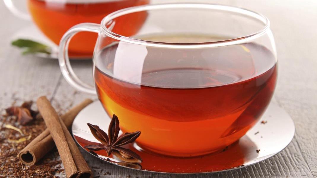 consumo di tè al bar
