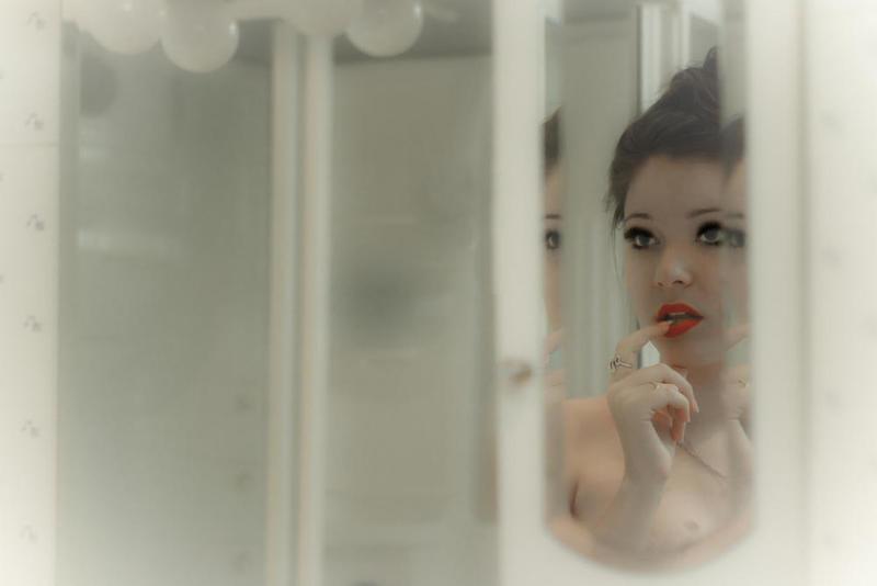 هذه المرأة دخلت الحمام وتركت الباب مفتوح وما حدث بعد ذلك كان مفاجأة !