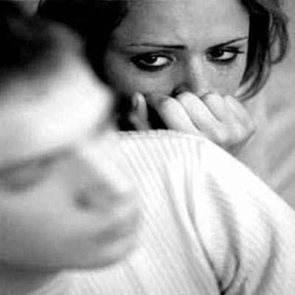 تخدع زوجها… لتمارس الجنس الجماعي كل ليلة!!