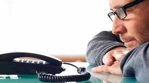 מחכים לטלפון שלא יגיע