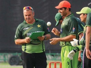 Dav Whatmore (left) with members of the Pakistan team to tour the West Indies.