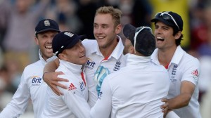 Chris Broad's (centre) 11-wicket match haul led England to victory.