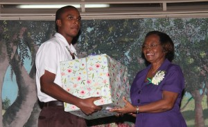 Student Dilan Willie presenting Doreen Campbell with a gift of appreciation.