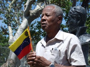 Barbadian Muhammad Nasser, member of the friends of Venezuela Solidarity Committee, showing his support with a Venezuelan flag.