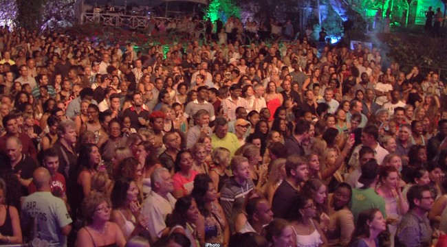 The massive crowd that packed Holders House  for the Chum FM One Republic Concert.