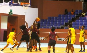 Challengers top-scorer Laticia Green (with ball) goes up strong to the basket. (Pictures by Morissa Lindsay)