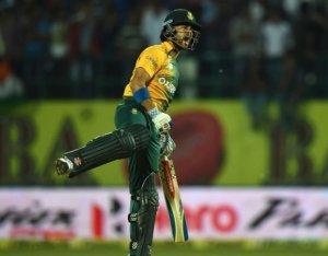 JP Duminy celebrates South Africa's victory.