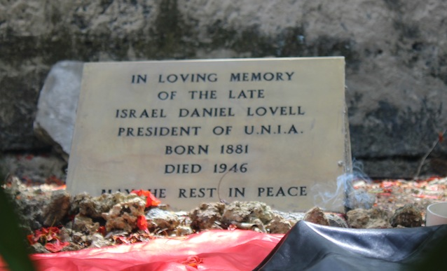 Israel Lovell's Head Stone at his grave.