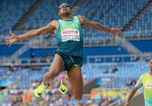 Ricardo Costa de Oliveira took the long jump.