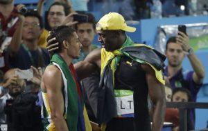 Wayde van Niekerk (l) and Usain Bolt