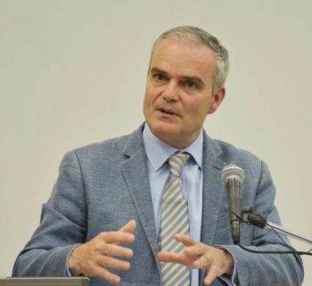Dr Clive Landis delivering the lecture.