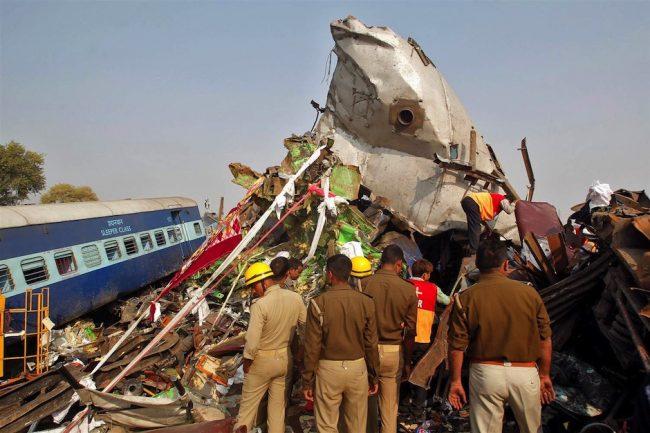 161120-india-train-crash-jpo-834a_fffb5638124e09e454f0b22f7d45d208-nbcnews-ux-2880-1000