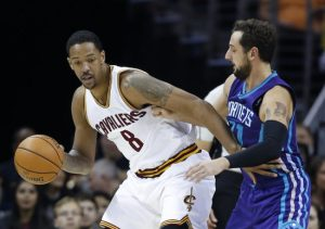 Channing Frye (with ball) had the hot hands for the Cavs.