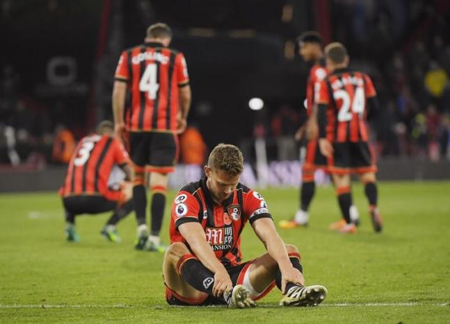 Britain Football Soccer - AFC Bournemouth v Sunderland - Premier League - Vitality Stadium - 5/11/16 Bournemouth's Simon Francis and teammates look dejected after the match Reuters / Toby Melville