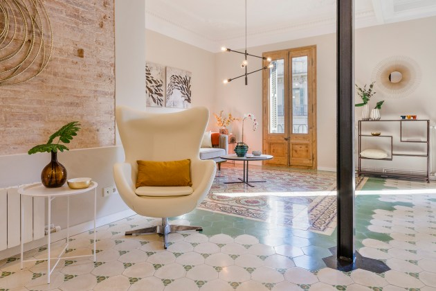 renovated apartment in the Eixample estate
