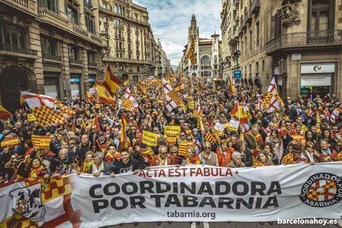 Manifestación reclamando la autonomía de Tabarnia.