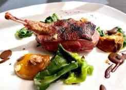 Groente, bladeren, saus, vlees