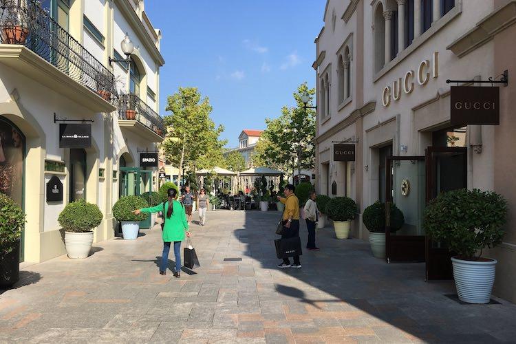 ec674429a La Roca Village: outlet shoppen bij Barcelona | BarcelonaTips