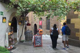 poble espanyol toeristen wandelen