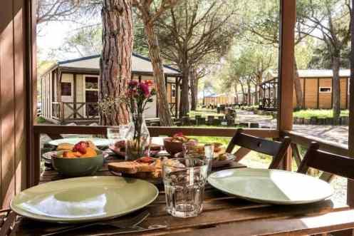 Ontbijt, huisje, fruit camping El Garoffer