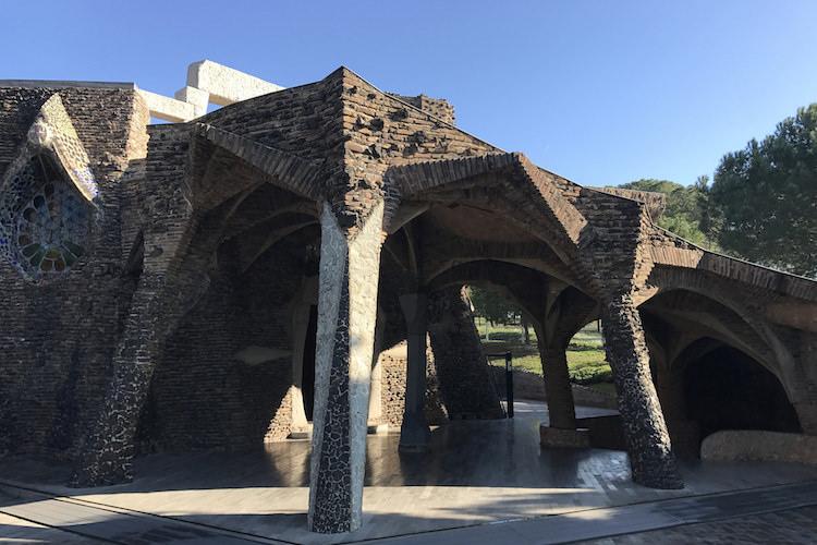 crypte van Gaudí in de Colonia Guell bij Barcelona