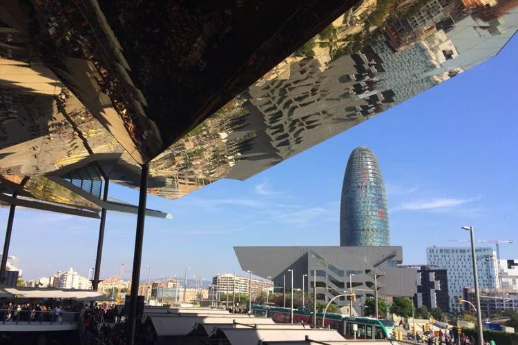 uitzicht op torre agbar vanaf Els Encants